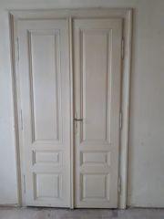 Holzrahmen und Türen