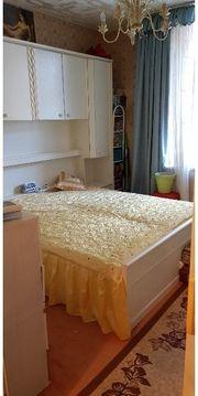 Schönes Bett und Schrank