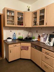 Große Küche mit Elektro Geräten