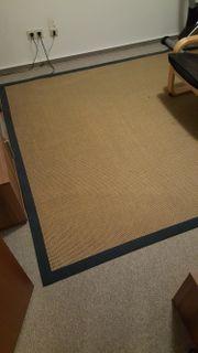 Großer Teppich zu