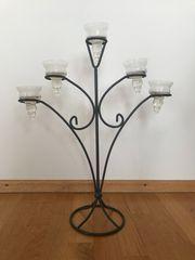 Stylischer Kerzenständer aus Metall und