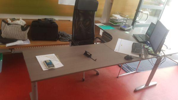 Diverse Büromöbel von IKEA, mache mir ein Angebot in Bregenz ...