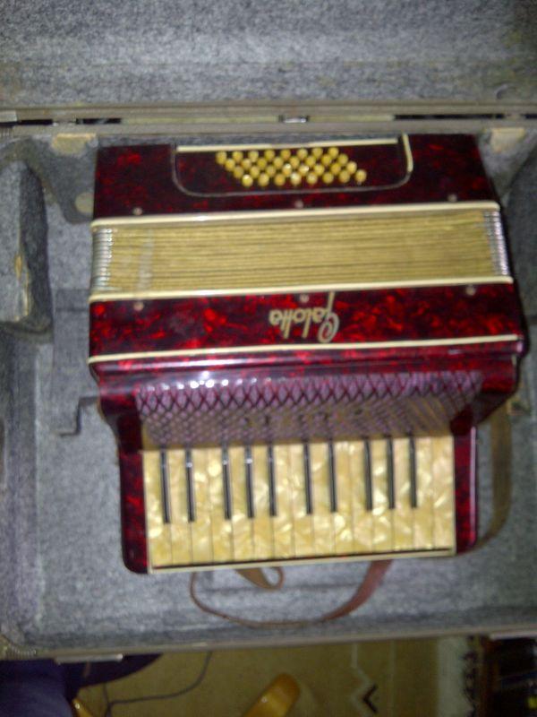 Akkordeon von Galotta mit Koffer
