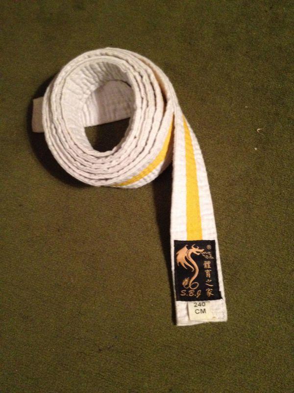 Judogürtel weiß mit gelbem Streifen
