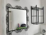 Badregale und Spiegel