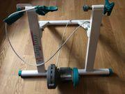 Rennrad Smart Trainer mit einstellbarer
