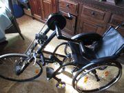 Rollstuhl-Fahrrad mit Rollstuhl