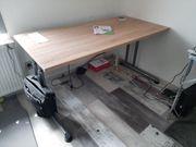 Grosser stabiler höhenanpassbarer Schreibtisch