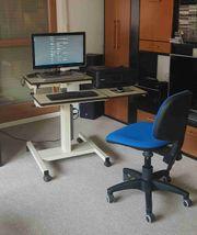 Computertisch mit Bürostuhl