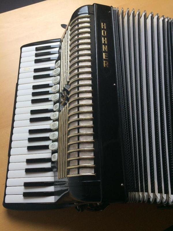 Hohner Akkordeon Verdi V