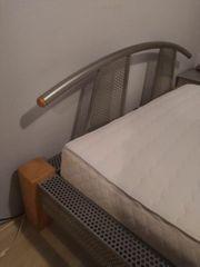 Bett-Rahmen mit Wassermatratze