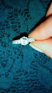 Weißgold Ring und Ohrringe 750