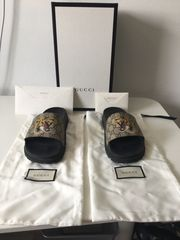 Gucci GG Supreme Tiger Slides