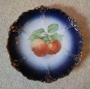Zwei Teller Apfel-Motiv und Blumen-Motiv