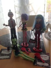 vier Monster High Puppen 1