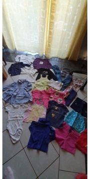 Schönes 23 teiliges Kleidungspaket in