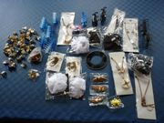 Kiste voll mit Trödelware Beauty-Accessoirs