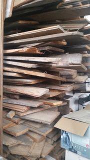 Brennholz Bretter aus einer Haussanierung