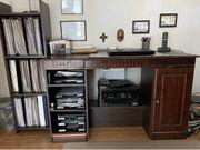 Schreibtisch inklusive Regal und Schreibtischstuhl
