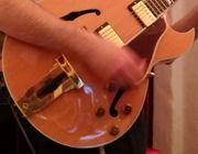 Gitarrist -in für BIGBAND gesucht