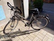2 gleiche Fahrräder wenig benutzt