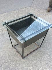 Glas - Metall-Tisch