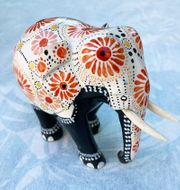 Weisser Deko-Elefant - Handarbeit aus Holz