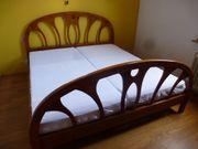 Doppel-Bett mit Kommode