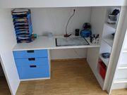 Jungen Hochbett mit Schreibtisch