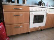 Große Küche mit Geräten
