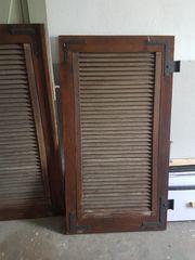 Alte Holzläden und Klappläden Holztüre