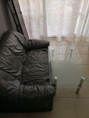 Leder Couch und Glastisch