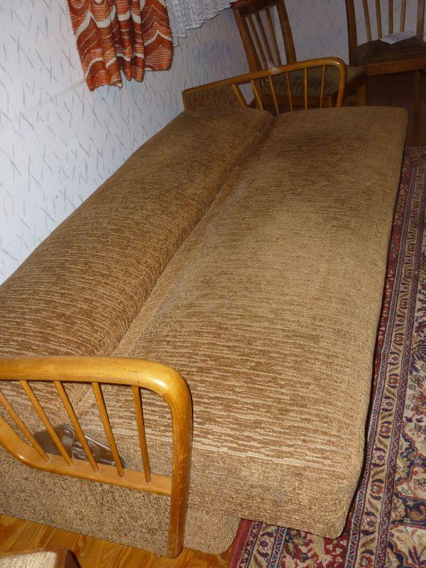 Sofa und Stühle - Zweiflingen - Sofa (aufklappbar) Maße b 200 cm, h 79 cm Tiefe 84 cm, aufgeklappt 105 cmmit 6 Stühlen passend zum Sofa bezogen - Zweiflingen