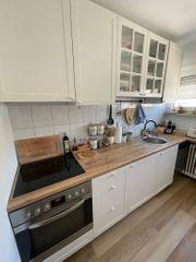 Neuwertige Küche mit Geräten