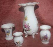 Vier Weimarer Porzellan Vasen mit