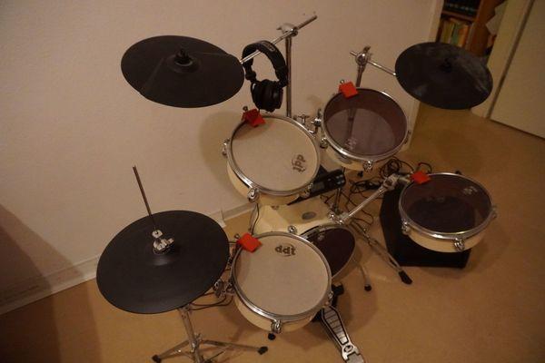 Rhythmisches Schlagzeug aufgerüstet zu elektrisch