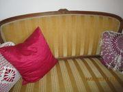 Kleines altes Sofa
