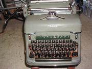 Verkaufe alte Schreibmaschine an Sammler