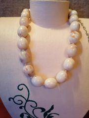 Perlenkette in Bernsteinoptik