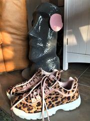Damenschuhe Sneaker Leoprint passende Ohrwärmer