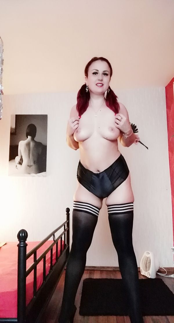 Sie Sucht Ihn Erotik Duisburg