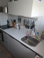 Küchenzeile von IKEA mit E-Geräten
