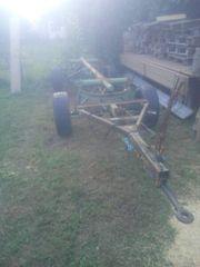 ein alter Traktor Anhänger für