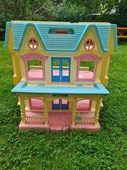 2 Puppenhäuser aus Kunststoff von