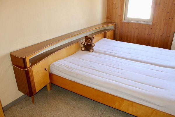 Doppelbett inkl Kommode mit Ablage