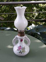 Petroleumlampe Porzellanfuß Rosenmotiv wunderschöne Deko