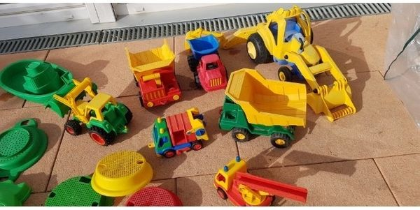 Sandspielzeuge Laster Bagger