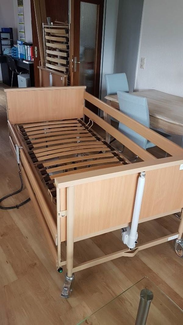 Neuwertiges Pflegebett 90cm x 200cm