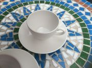 Acht Cappuccino Tassen mit Untertellern