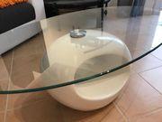 Moderner Couchtisch mit Glasplatte wie